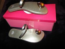 NIB WOMEN'S MEL VICTORIA'S SECRET PEPPER KNOB SILVER METALLIC FLATS SANDALS 5