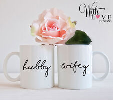 SET OF 2 MUGS HUBBY WIFEY MR AND MRS COFFEE MUG TEA CUP WEDDING PRESENT GIFT