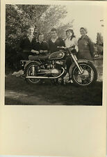 PHOTO ANCIENNE - VINTAGE SNAPSHOT - MOTO MOTOCYCLETTE FAMILLE - MOTORBIKE 1954