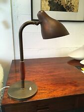 Rare lampe de table de Vilhelm Lauritzen édition Poulsen circa 1948