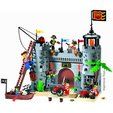 Pirates castle attack royal guards 7 figures boat cannon / ship Caribbean #310