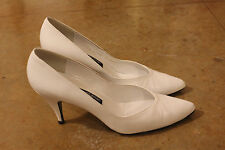 VTG STUART WEITZMAN for MR. SEYMOUR White Leather Classic Pumps Size 8 AAAA