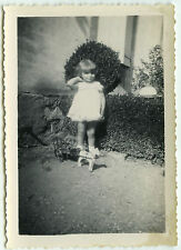PHOTO ANCIENNE - ENFANT FILLE JOUET BOIS CHEVAL -CHILD GIRL TOY-Vintage Snapshot