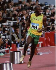 USAIN BOLT unsigned 8x10 color photo       TRACK+FIELD STAR   OLYMPICS POSE