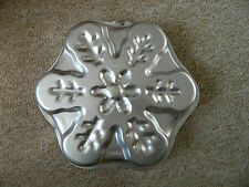 WILTON BAKING TIN SNOWFLAKE USED ONCE 29CM X 29CM CHRISMAS CAKE