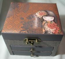 "KIMMIDOLL COLLECTION ""KIMMI DOLL - TATSUYO - JEWELLERY BOX"" KS0812 MINT 02/14"