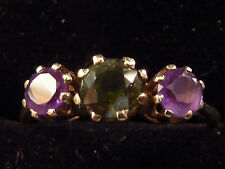 9ct GOLD PERIDOT AND AMETHYST 3 stone RING. UK Q.5  US 8.5