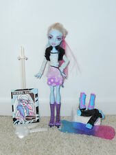 MONSTER HIGH Abbey Bominable Fashion Packs Snowboard Club and Skating!  EUC