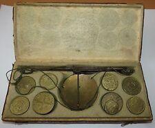 Ancien Trébuchet de changeur en parfait état avec 16 poids monétaire et lamelles