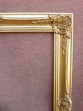 Cadre début XXe siècle en bois et stucs dorés de style Louis XV