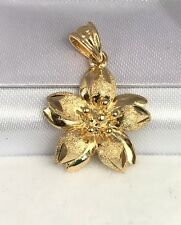 18k Solid Yellow Gold Cute Lily Flower Charm/ Pendant. Diamond Cut. 2.27 Grams