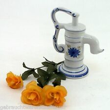 Tischbrunnen Brunnenpumpe Porzellan Dekoration Flowerdekor Höhe ca. 19 cm