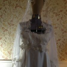 Vintage Cream / Ivoty Stefons William Cahill Womens Wedding Gown With Veil
