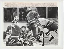 KEVIN LOWE CLARK GILLIES ANDY MOOG STANLEY CUP FINAL 5/18/83 UPI WIRE 8X10 PHOTO