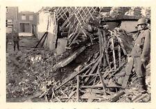 Deutsche Soldaten an gesprengten Haus Antwerpen Belgien