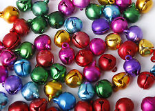 100 COLORI ASSORTITI IN ALLUMINIO Jingle Bells Ciondolo Charms 10mm Natale Craft