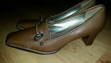 Ladies stunning chestnut brown leather court shoes by CLARKS Size 6
