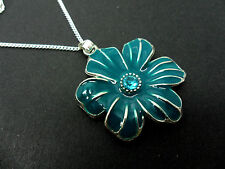 A PRETTY TEAL ENAMEL FLOWER NECKLACE. NEW.