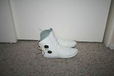 TAOS WHITE LEATHER MOCCASINS SHOES BOOTS WITH CONCHOS WOMENS SIZE 7
