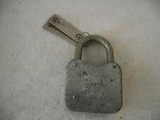 1 altes großes Guri Vorhängeschlösser mit 2 Schlüssel
