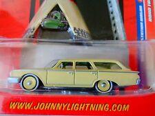 JOHNNY LIGHTNING-ROAD TRIP -1960 FORD STATION WAGON - 1:64 NIP