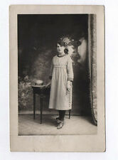 CARTE PHOTO Décor Toile peinte Postcard RPPC 1930 Femme Mode Robe Carreaux Vichy