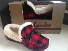 NIB Clarks Womens Fur Lined Red/Black Buffalo Plaid Indoor/Outdoor Slippers 7M