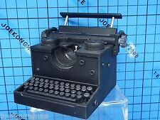 Hot Toys 1:6 Resident Evil 4 Leon S Kennedy Regular Ver. Figure - Typewriter
