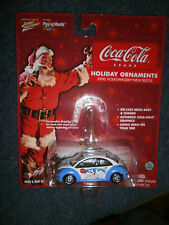 JOHNNY LIGHTNING 1:64 VOLKSWAGEN 2000 NEW BEETLE  ORNAMENT COCA COLA BEARS