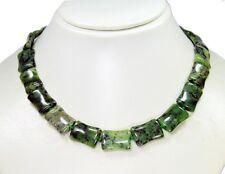 Wunderschöne Halskette ausNephrit-Jade in Bambusform