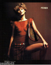 PUBLICITE ADVERTISING 026  2002  Fendi  sacs & Kate Moss