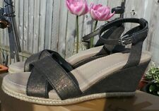 UGG AUSTRALIA BEAUTIFUL WEDGE NYSSA SANDALS SIZE 6.5 excellent condition