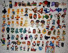 LOT OF 100 DIFFERENT KINDER SURPRISE FIGURES