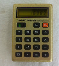 VINTAGE CASIO MINI MICRO  GOLD ELECTRONIC CALCULATOR WITH BAG. CALCULADORA.