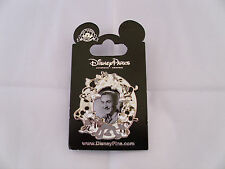 Disney * WALT DISNEY w/ VINTAGE CHARACTERS * New On Card Trading Pin