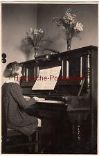 """(F12568) Orig. Foto Leipzig, kleines Mädchen am Klavier 1940 """"alles umsonst"""""""