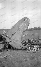 Negativ-Flugzeug-Wrack-Wehrmacht-Luftwaffe-Bomber-Frau-Bevölkerung-Feld-