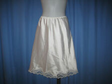 "Maidenform ""Something Special"" SHINY White POLY/SATIN & LACE HALF SLIP  sz: M"