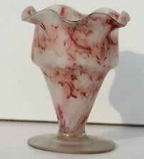 VASE EN VERRE SOUFFLE - PIECE ARTISANALE ANCIENNE - TONS ROUGES - H. 12 cm
