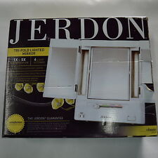 Jerdon JGL9W Tabletop Tri-Fold Makeup Mirror - light does not work