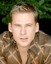 Lee Ryan UNSIGNED photo - H4313 - SEXY!!!!