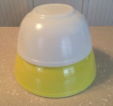 Vintage Pyrex Solid White and Yellow Nesting Bowls #403 RARE & #404