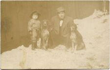 MAN WITH 2 HUNTING DOGS IN THE SNOW PHOTO POST CARD