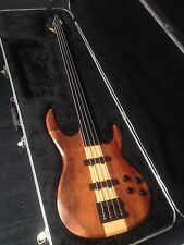 Guitare basse Carvin fretless