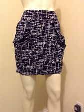COUNTESS BLACK WHITE LINED ABSTRACT PRINT JUNIORS SKIRT SZ L