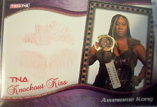 TNA Awesome Kong 2009 Knockouts Authentic GOLD Kiss Card SN 67 of 75