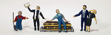 HO scale Cemetery / Funeral / Graveyard Five Figures / People with Coffin