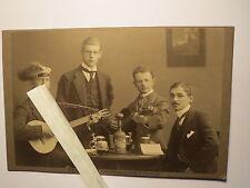 Greifswald - Corps Marchia - Studenten mit Gitarre & Kommersbuch beim Bier / KAB