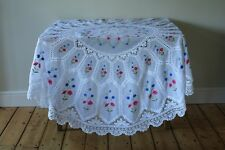 Beautiful Vintage White Embroidered Flowers Crochet Lace Round Tablecloth