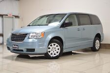 Chrysler: Town & Country HANDICAP VAN